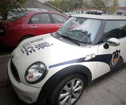 津警回应宝马mini警车 试驾车