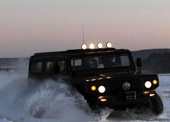 俄媒:中国武警装备枭龙装甲车