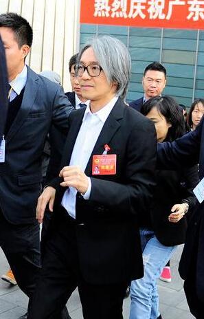 2015年,周星驰在广东省政协会议开幕式上-广东省政协开幕 周星驰请