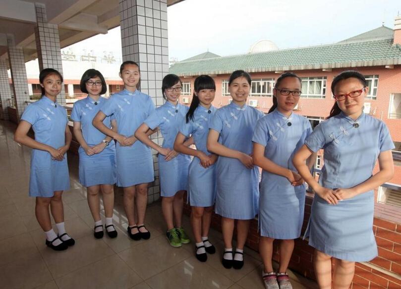 :港式「旗袍」校服三年前開始走入廣州校園,當時只在「淑女班「推廣」