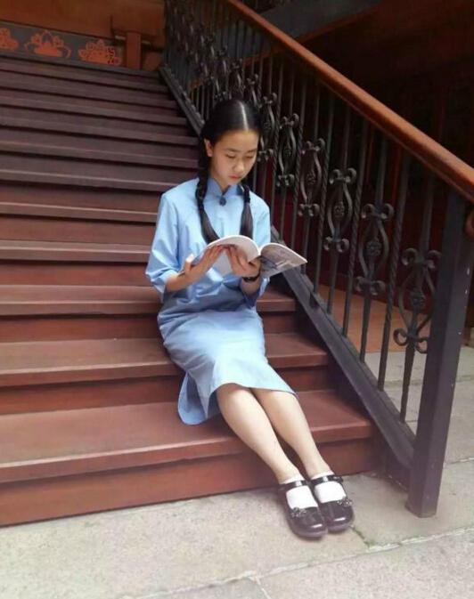 港式「旗袍」校服風靡穗中學,學校現將旗袍全校普及。