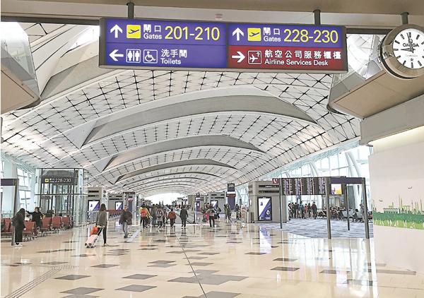 ■正式啟用近3個月的中場客運廊,為機場增加了20個泊位。馮健文  攝