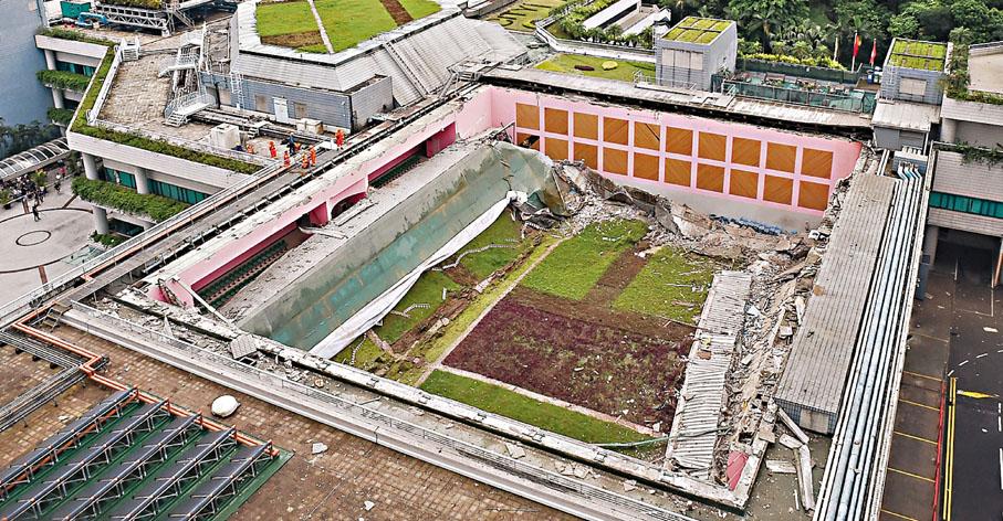 ■城大調查委員會昨日向校長提交調查報告指,屋頂積水是導致運動中心天花倒塌的主因。資料圖片