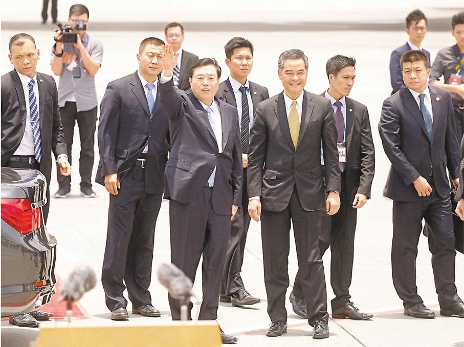 ■市民普遍認為張德江委員長來港視察,增強了港人對「一國兩制」的信心。 資料圖片