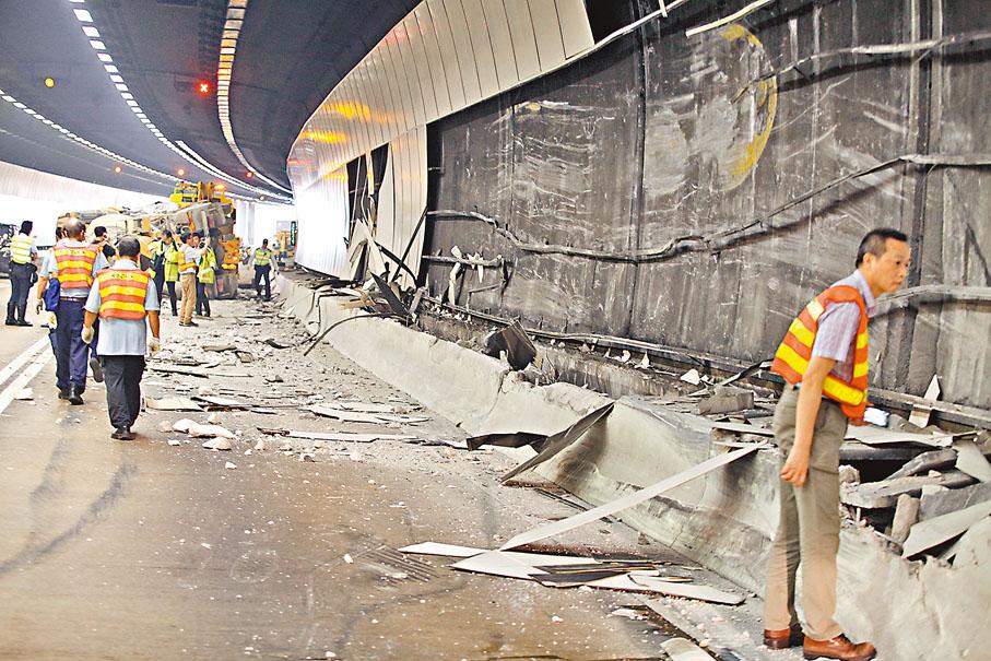 ■「田螺車」撞牆翻側意外造成大欖隧道管道大面積損毀。
