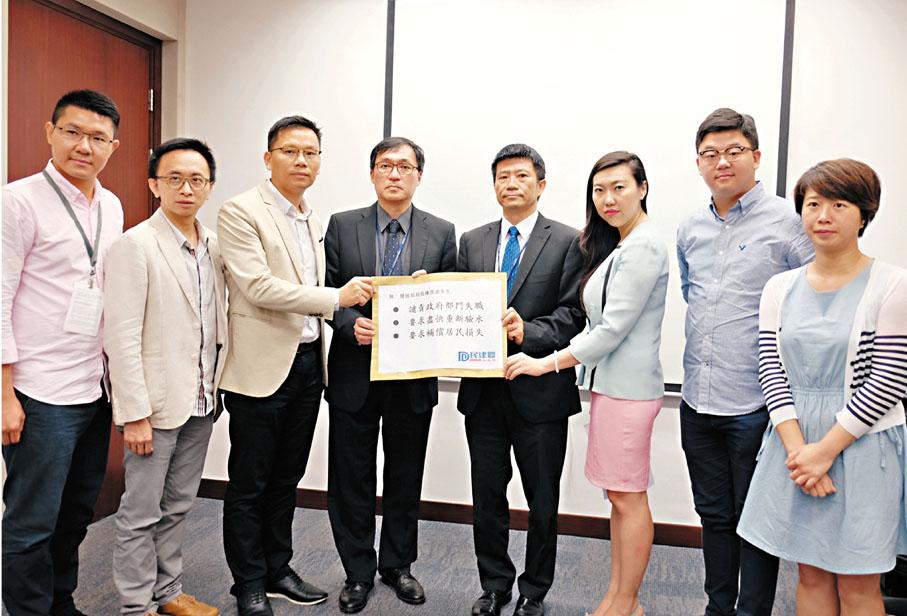 ■陳�絔g(左三) 等與發展局及水務署官員會晤,跟進鉛水調查報告的建議。