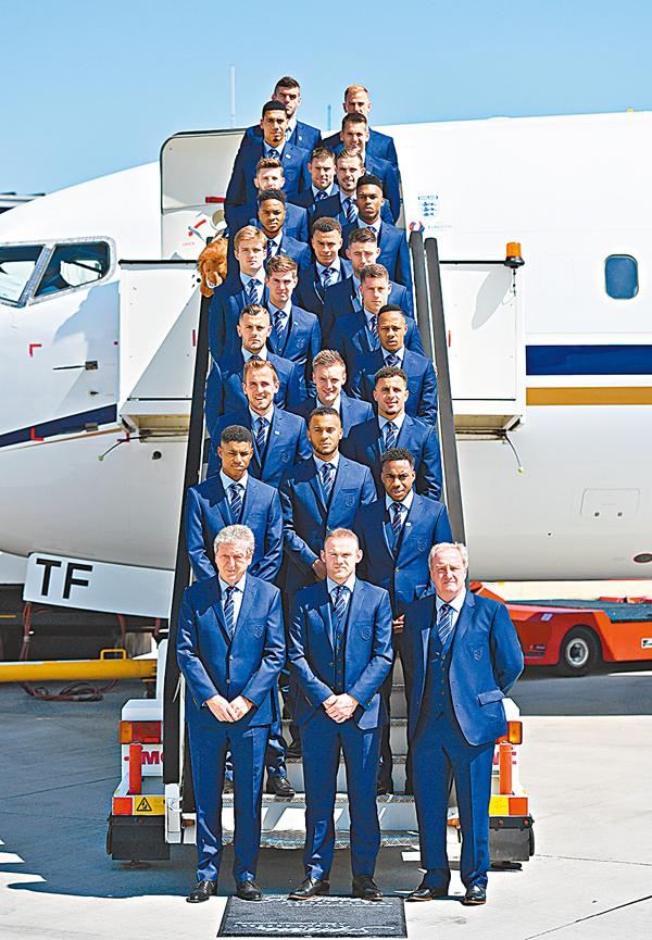 ■英格蘭足球隊日前飛抵法國,準備歐國盃。 資料圖片