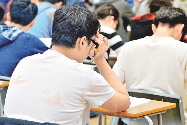 ■翻譯文言文是令很多同學頭痛的一題,其實只需記住課文中的詞語,已可解決很多單字翻譯的困難。 資料圖片