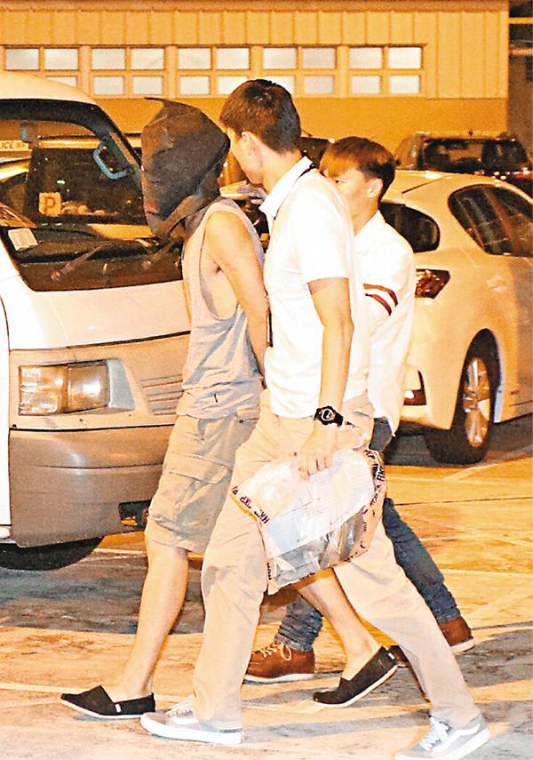 ■涉襲擊商台DJ的瘋狂fans被警方拘捕押返警署扣查。