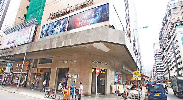 ■旺角道豪華戲院揭發女廁被人安裝針孔攝錄機偷拍。