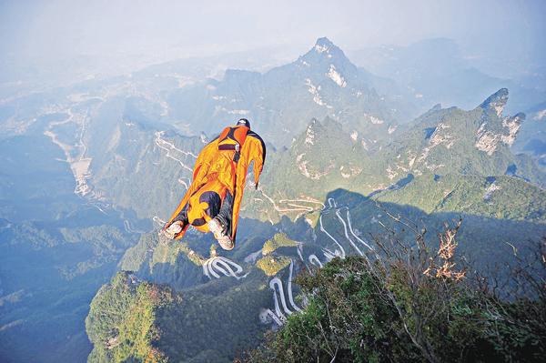 ■Wingsuit flying是近年在歐美興起的極限運動之一。 資料圖片