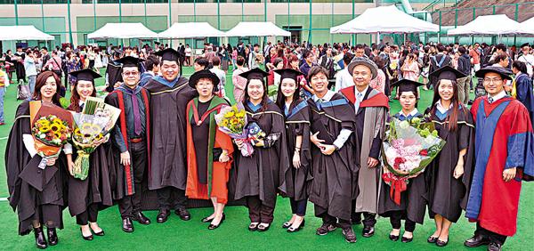 ■教大昨公佈2015年畢業生的就業調查結果,其中教育學士畢業生平均起薪點高達約2.3萬元。校方供圖
