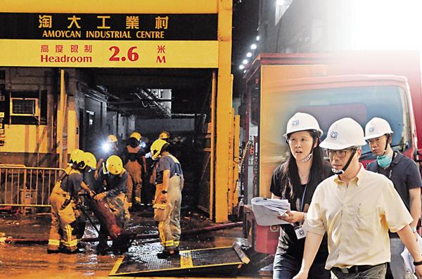 ■屋宇署等跨部門專案組人員昨午進入災場視察。中通社
