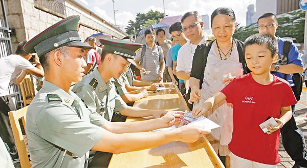 ■江小姐稱今年終可圓兒子的「軍營夢」。 劉國權  攝