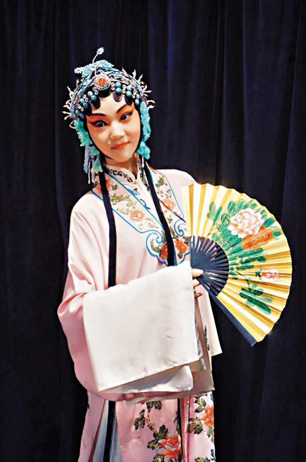 ■除了黃梅戲外,劉夢瑤亦有學習昆曲表演,圖為《遊園驚夢》的杜麗娘扮相照片。 受訪者相片
