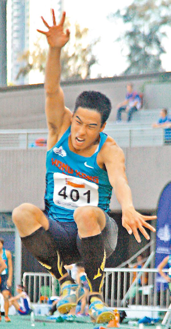 ■陳銘泰在城市田徑賽跳出8米11的佳績。 潘志南  攝