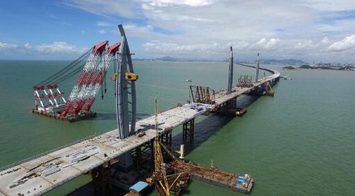 港珠澳大桥是中国建设史上里程最长、投资最多、施工难度最大的跨海