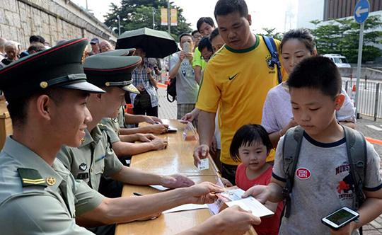 解放軍駐港部隊開放日 26日8點半起派票