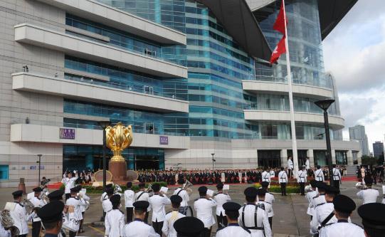 回歸19周年升旗儀式舉行 市民帶子女觀看