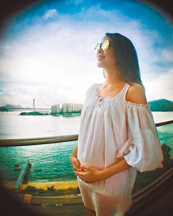 ■陳敏之趁昨日「7.1」公佈懷首胎喜訊,肚內更是男孩子。 網上圖片