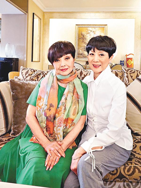 ■陳寶珠(右)和梅雪詩依然亮麗動人。