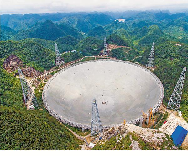 ■2016年7月3日,世界最大單口徑射電望遠鏡FAST主體工程完工。 新華社