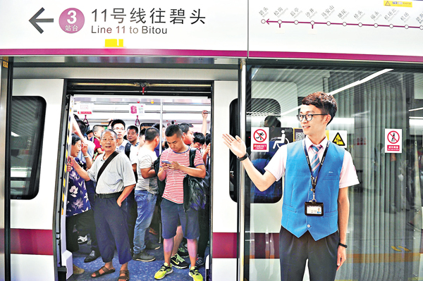 ■6月28日,深圳地鐵11號線開通。該線路全長51公里,共18個站。 資料圖片