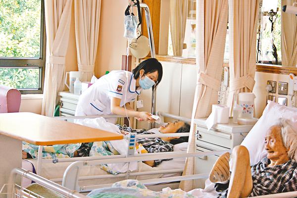 ■10年醫院發展計劃完成後可提供額外5,000多張病床和新增超過90個手術室。 資料圖片
