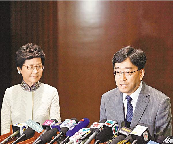 ■林鄭月娥(左)及高永文與反對派議員會面後見記者。曾慶威  攝