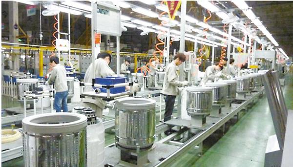 ■美國調查機關日前初裁中國大型洗衣機在美傾銷。圖為洗衣機生產線。資料圖片