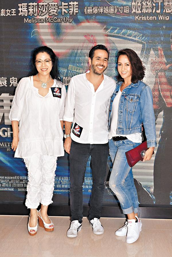 ■貝安琪偕同男友Simon及母親劉香萍出席公開場合。