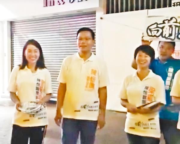 ■陳�絔g團隊在荃灣擺「夜站」,希望接觸夜歸街坊聽訴求。