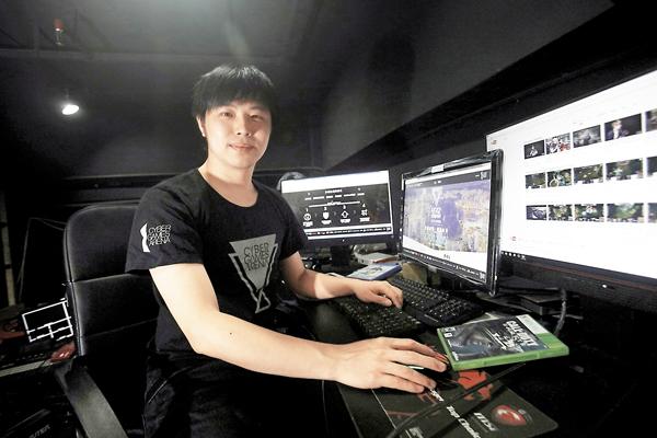 ■周啟康曾經也是電競選手,曾代表香港參與比賽。劉國權  攝