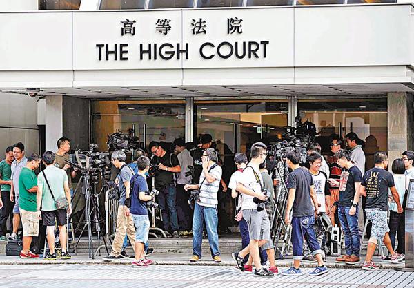 ■高等法院昨日拒絕梁天琦、吳文遠及陳德章要求法院緊急審理有關選舉確認書的司法覆核申請。 法新社