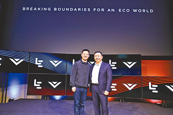 ■樂視創始人兼CEO賈躍亭(左)和Vizio創始人兼CEO王蔚(右)。