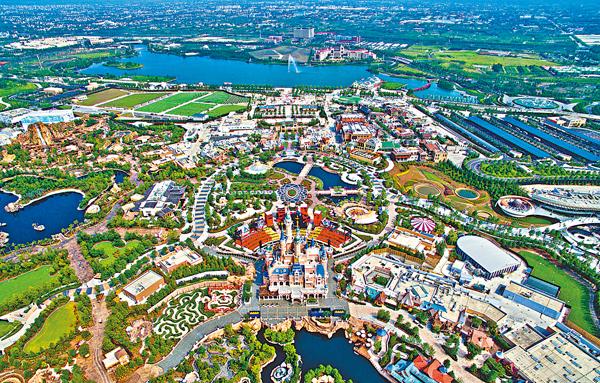 ■上海浦東祝橋鎮近迪士尼樂園的住宅地,由金地以88億元人民幣投得,創今年上海土拍的總價紀錄。圖為上海迪士尼樂園。 資料圖片
