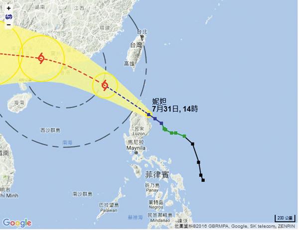 ■熱帶氣旋「妮妲」轉為強烈熱帶風暴,按照天文台預測路徑,「妮妲」將在今日逐步靠近廣東沿岸並繼續增強。天文台網頁截圖
