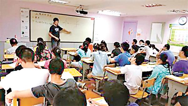 ■眼下正值暑期,內地各種社會培訓機構迎來招生高峰期。圖為某培訓課堂。 網上圖片