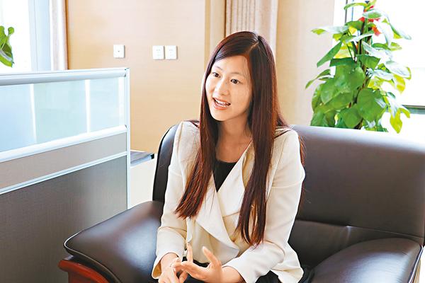 ■ 王諾君接受本報專訪。  記者殷江宏  攝