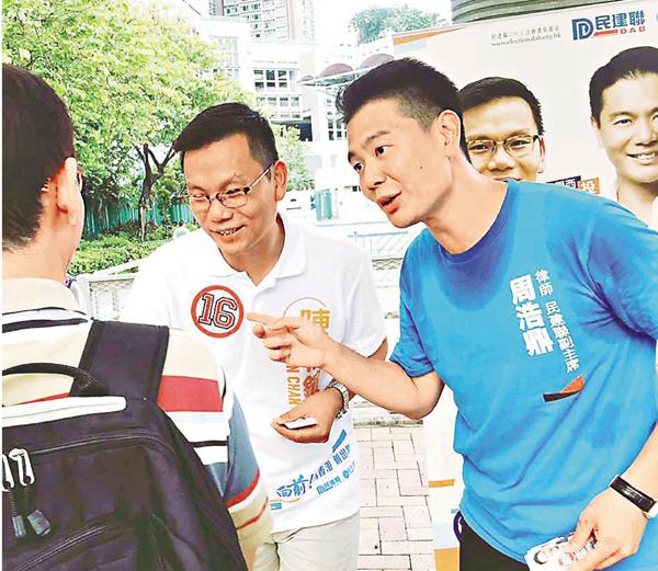■不少市民走上前與周浩鼎握手,期望他能為大埔區帶來更多正能量。