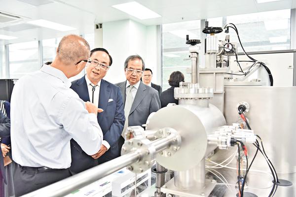 ■楊偉雄昨到訪納米及先進材料研發院、應科院和科技園公司。