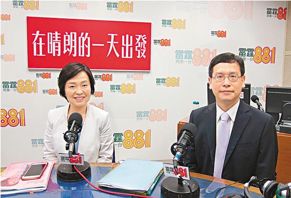 ■蔡若蓮(左)及葉建源(右)出席電台舉辦的選舉論壇。