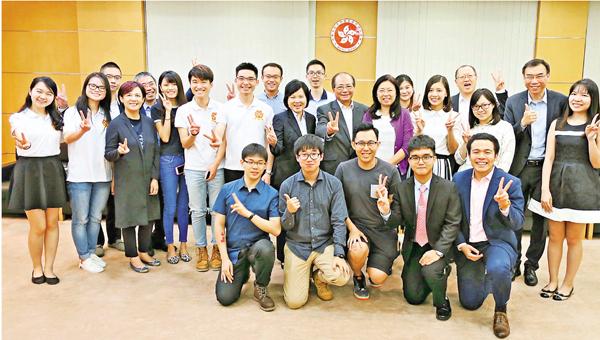 ■吳克儉昨日與在北京的港生會面。