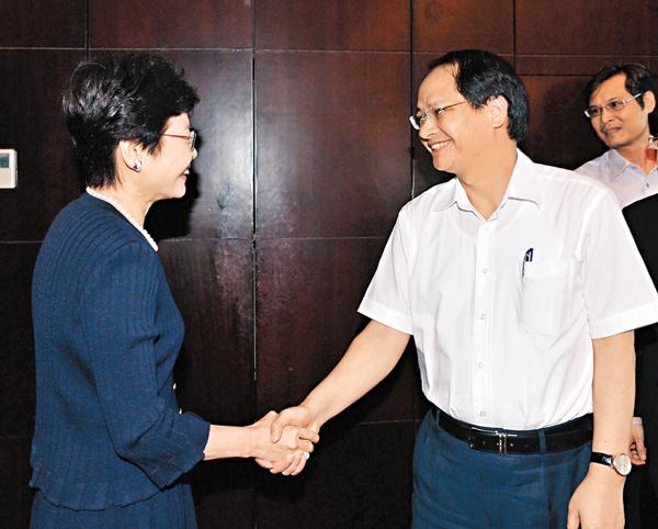 ■林鄭月娥(左)昨在越南河內與河內市人民委員會副主席阮尹瓚會面。