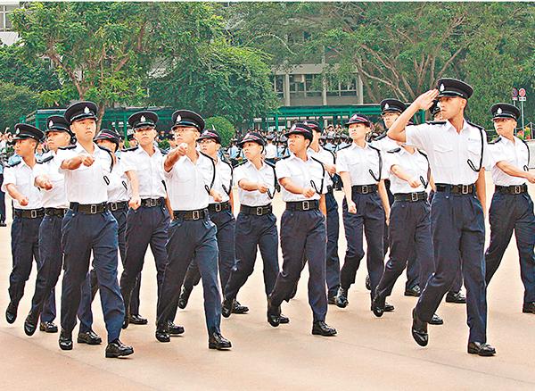 ■反對派近年刻意針對警方,但凡發生示威衝突,都將矛頭指向警員。圖為香港警察學院舉行結業會操。 資料圖片
