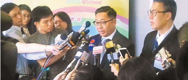 �林日豐(右)及冼儉偉(左)指,如牽涉不適合在校內討論的內容,校方必定處理。 吳希雯 攝