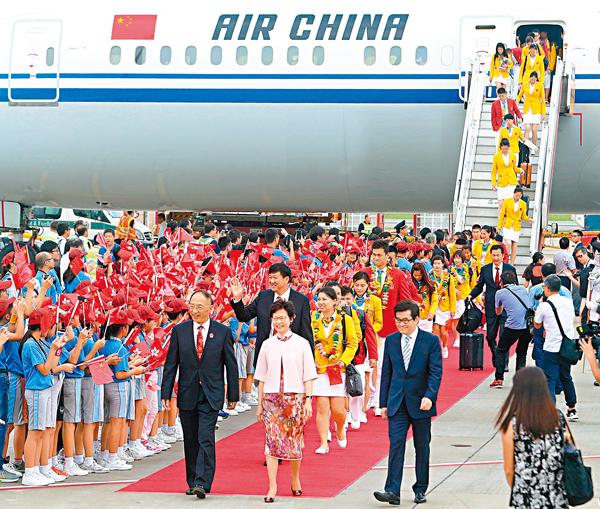 ■里約奧運國家隊精英代表團一行64人昨日蒞臨香港,展開一連3日訪港行程。 莫雪芝  攝