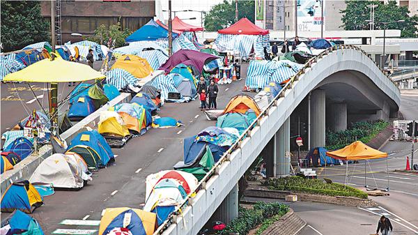 ■金鐘「佔領區」清場前,天橋上帳篷處處。資料圖片