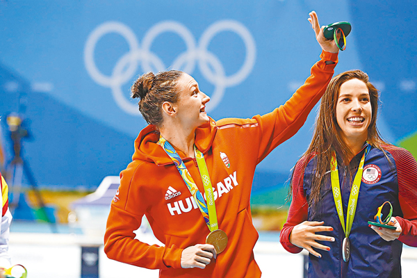 ■匈牙利選手霍蘇Katinka Hosszu在四百米個人混合泳以打破世界紀錄成績勝出。 資料圖片