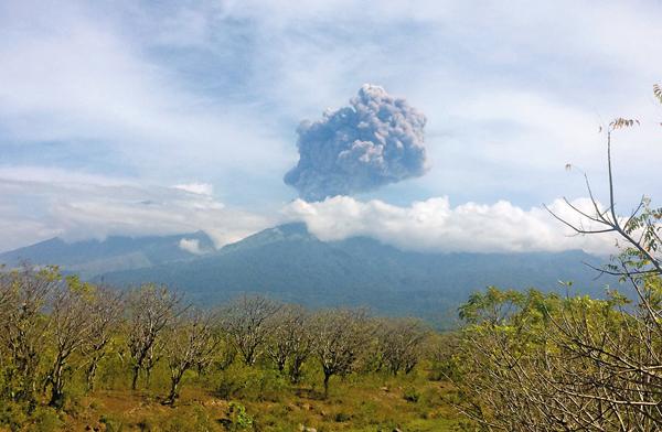 ■現場滿佈火山灰。 美聯社